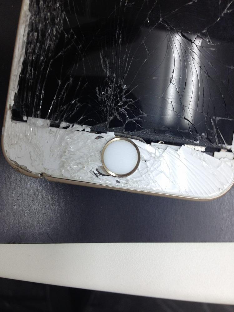 iPhone6sガラスバキバキ