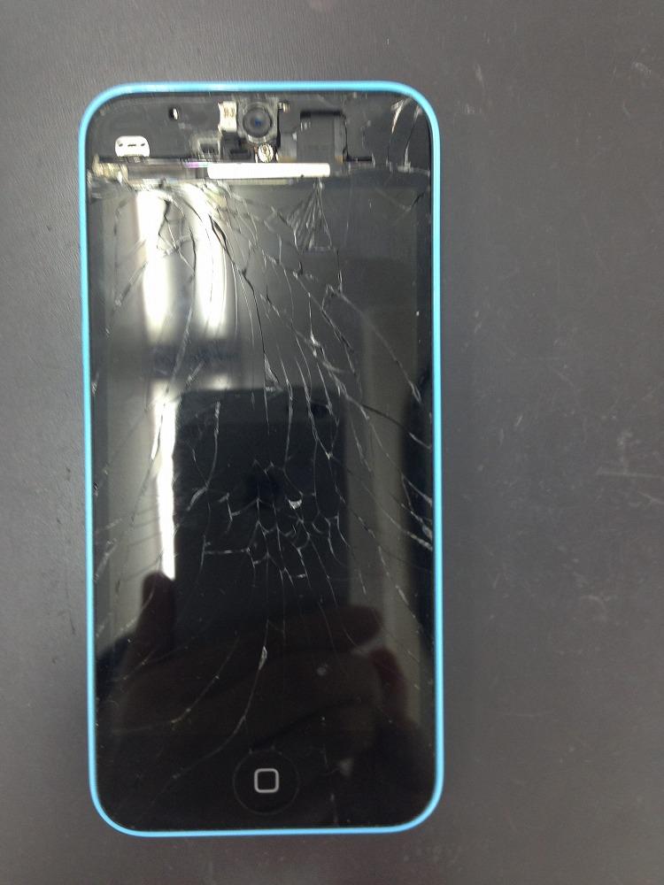 iPhone5c画面バッキバキ