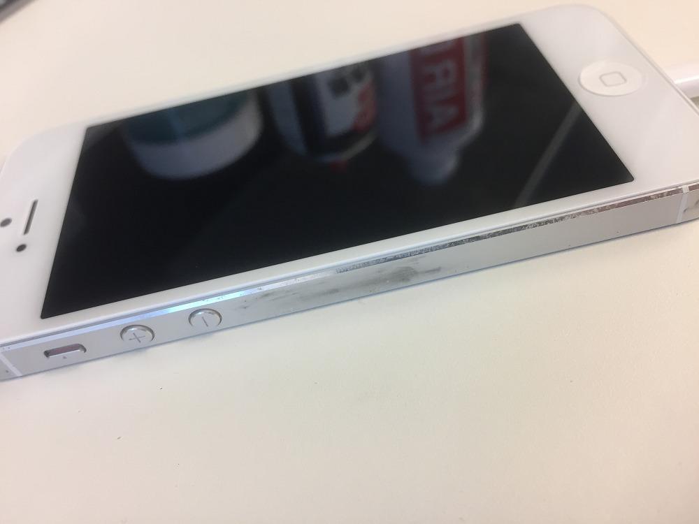 バッテリー膨張 画面浮き左 修理後