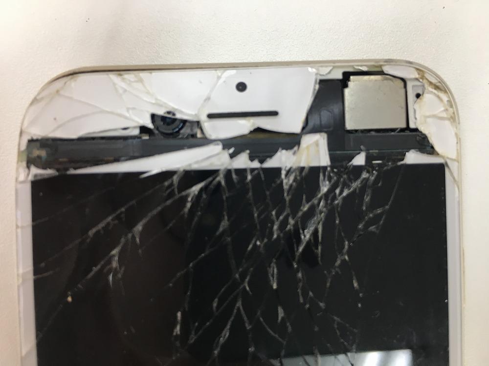 iPhone6画面穴あき