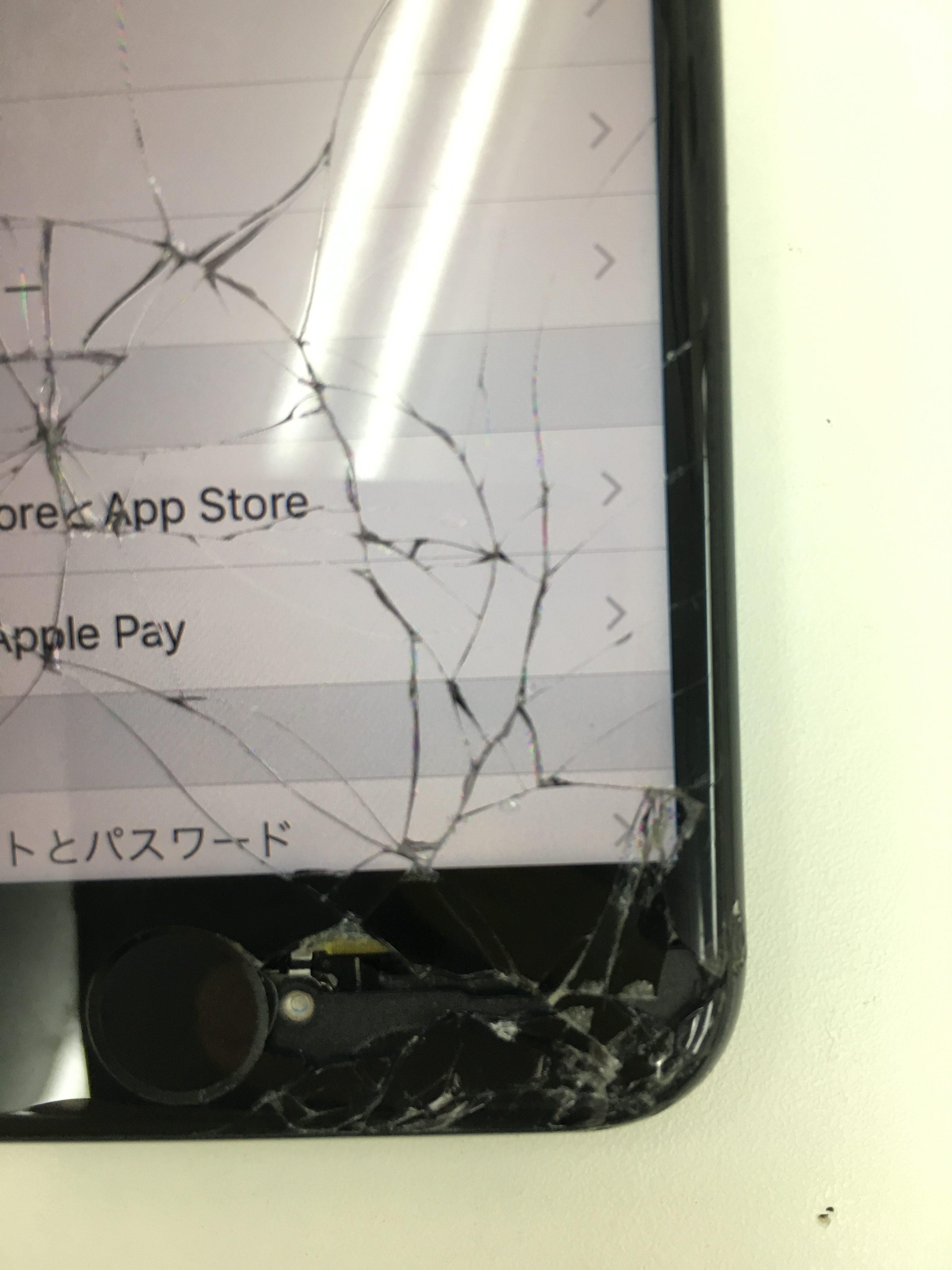 iPhone7画面下に穴