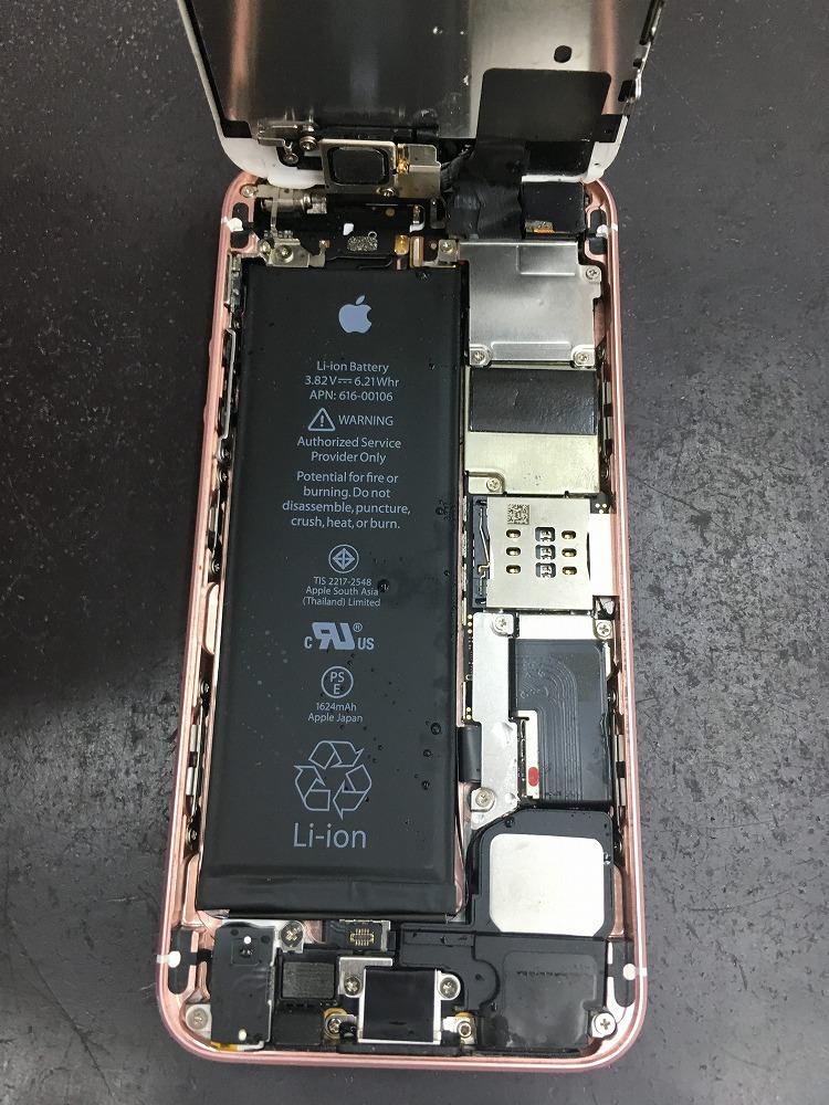 iPhoneSE内部水没