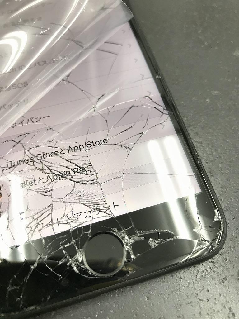 iPhone7 画面割れ ホームボタン付近 写真