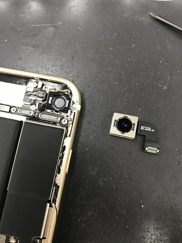 iPhone7カメラ交換修理中