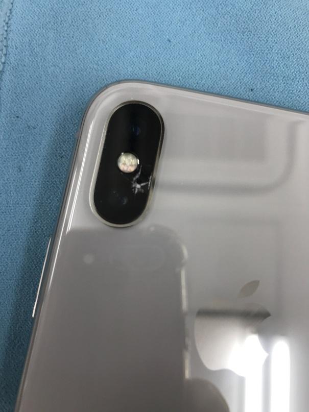アイフォンXカメラカバーガラス割れ修理前