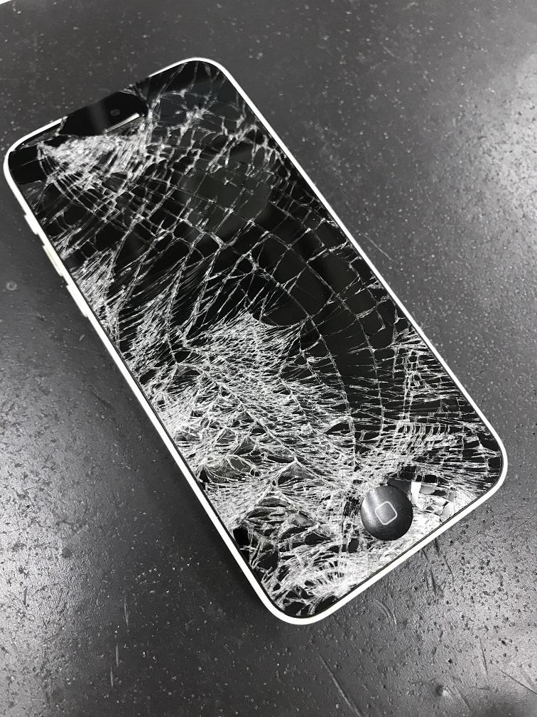 iPhone5c画面修理前