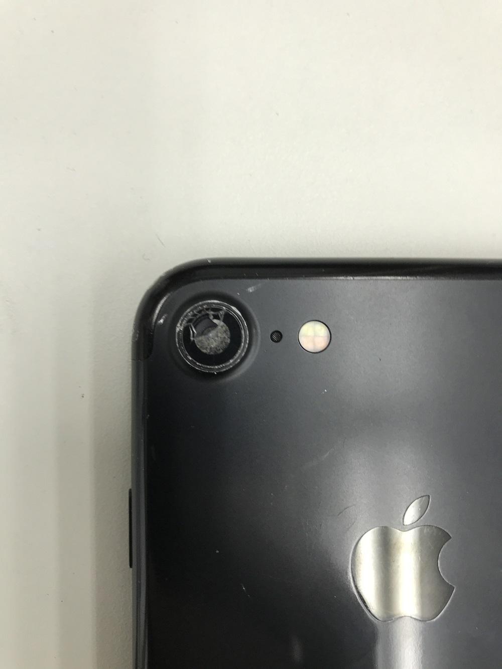 iPhone外カメラレンズ交換 修理前2