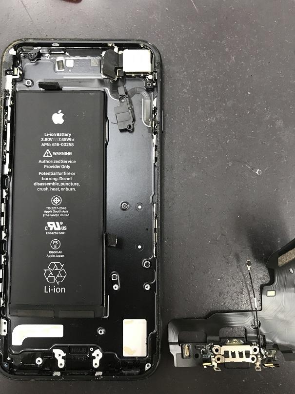 iPhone7Lightningコネクタ-接触不良修理