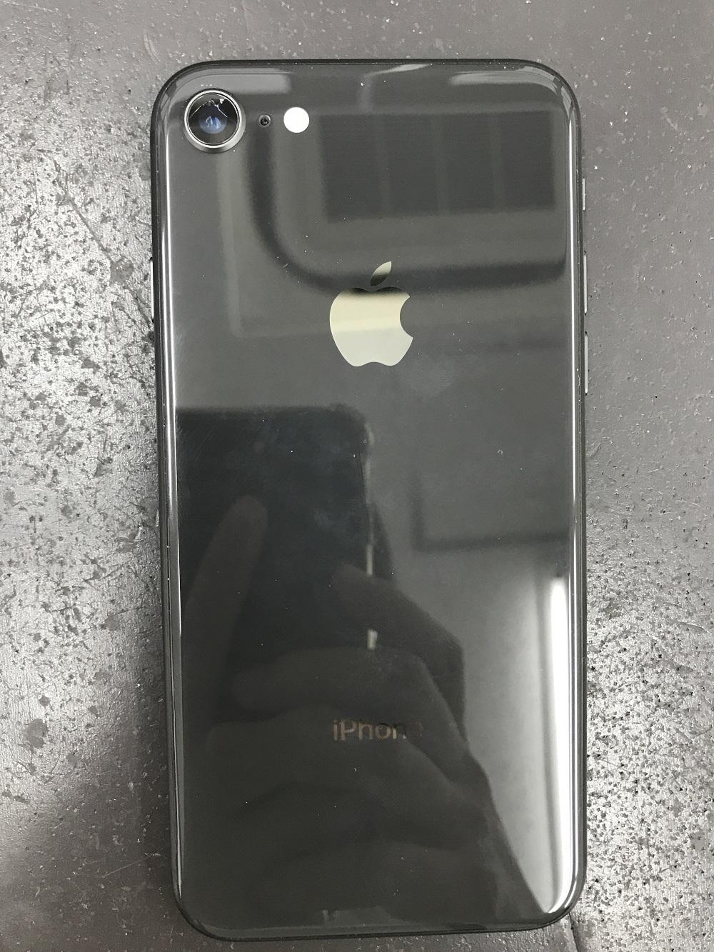 アイフォン8アウトカメラカバーガラス修理 修理前1
