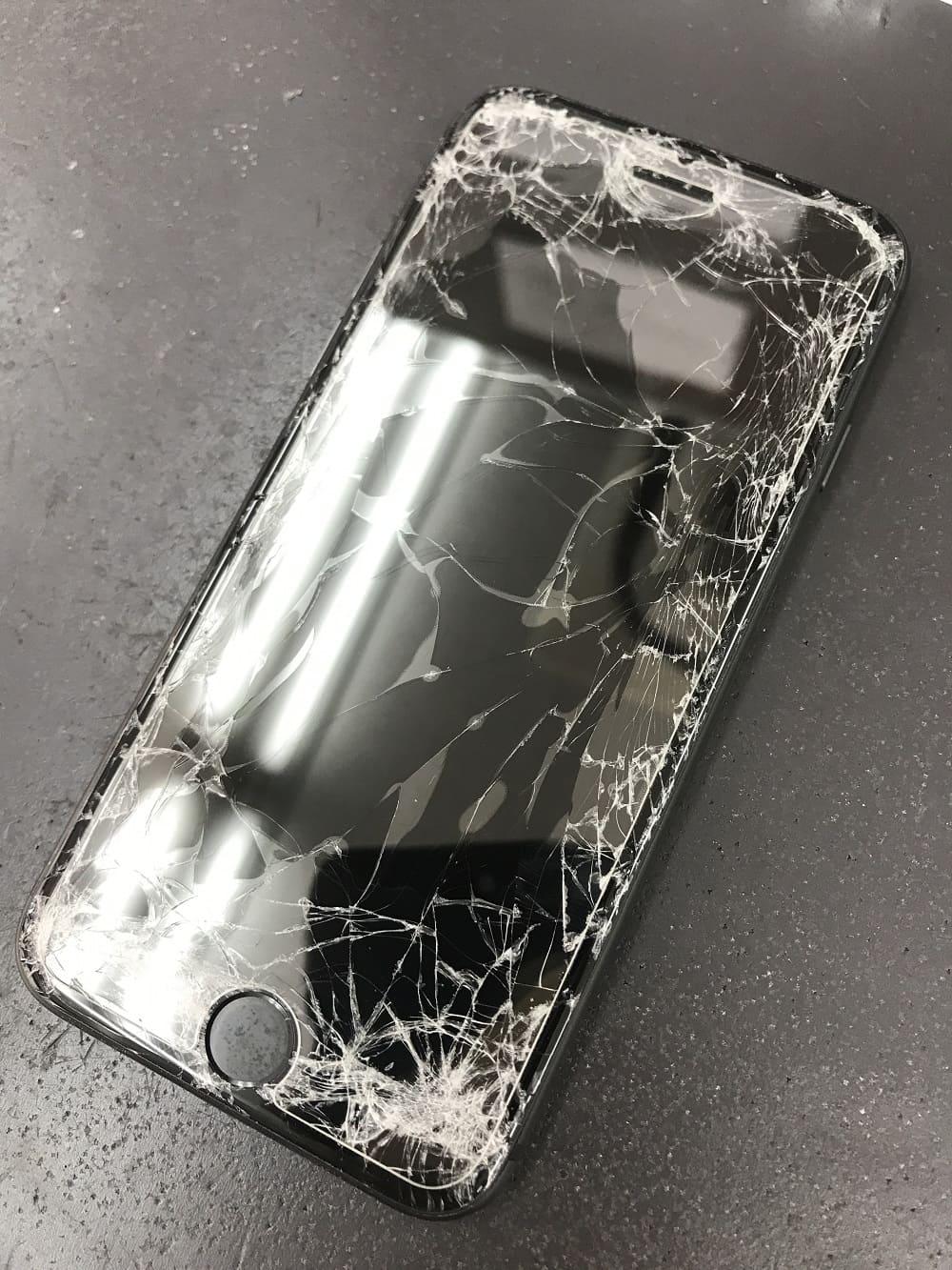 iPhone8画面交換 修理前