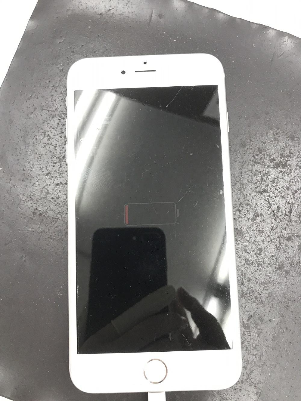 iPhoneバッテリー交換前 起動しない様子