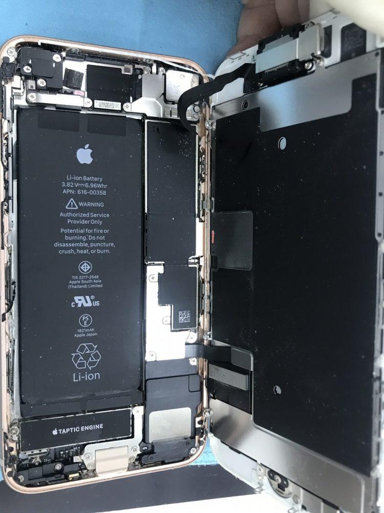 iPhone8修理中