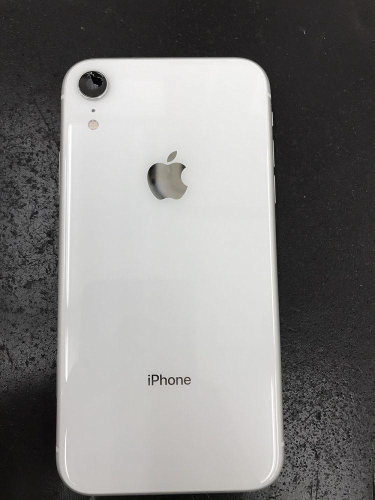 iPhoneXR 外側カメラ表面の割れ 修理前