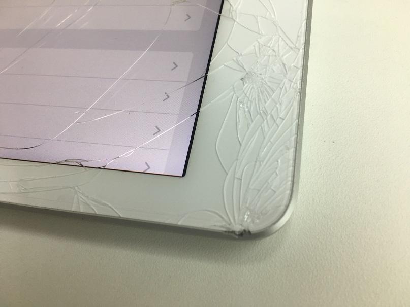 iPad第5世代ガラス割れ修理前