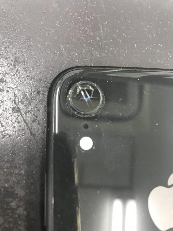 iPhoneXRアウトカメラレンズ割れ