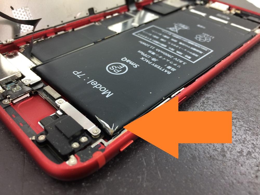 iPhone8バッテリー膨張 本体内部2