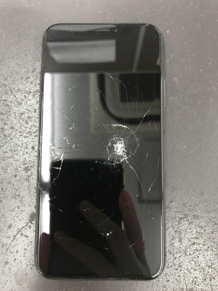 iPhoneXS画面交換修理 修理前