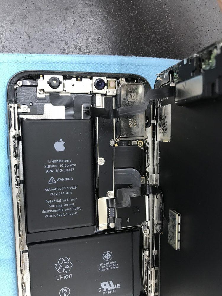 iPhoneXガラス+有機EL交換 最中