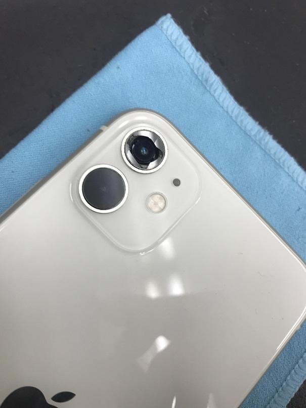 iPhone11アウトカメラカバーガラス割れ修理