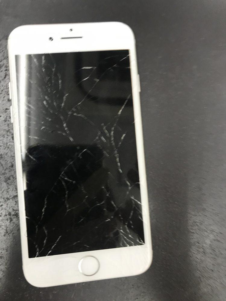 iPhone8の画面修理