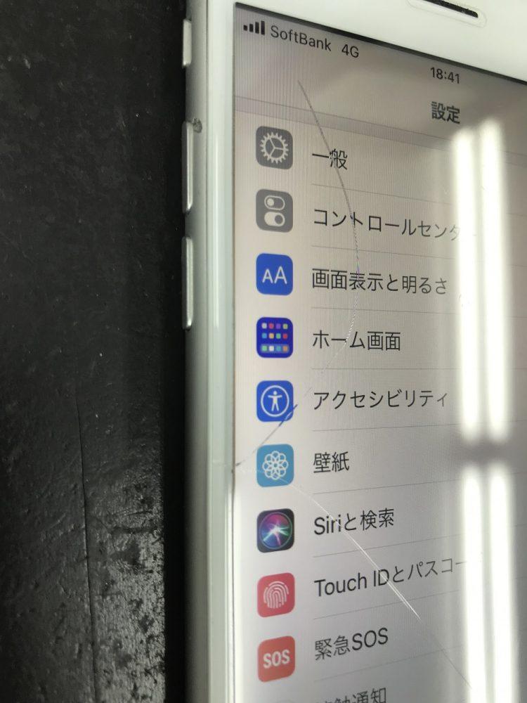 iPhone8画面割れ 症状
