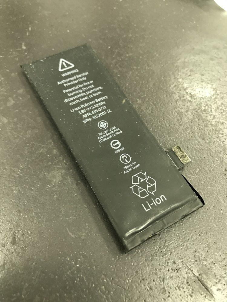 iPhone5sバッテリー膨張 修理前4