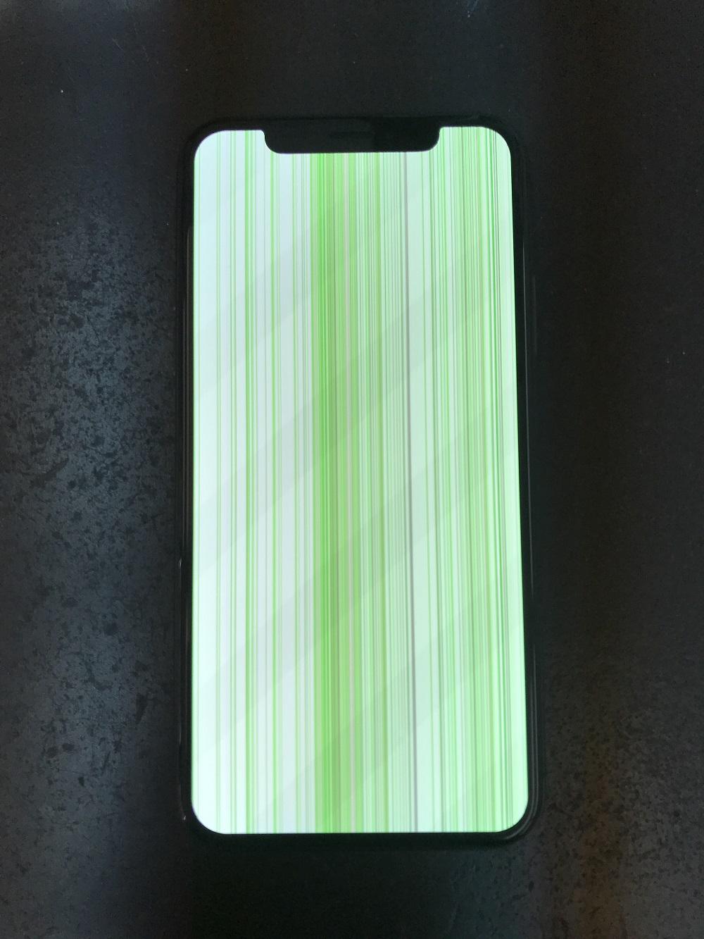 iPhoneXS水没 画面表示不良