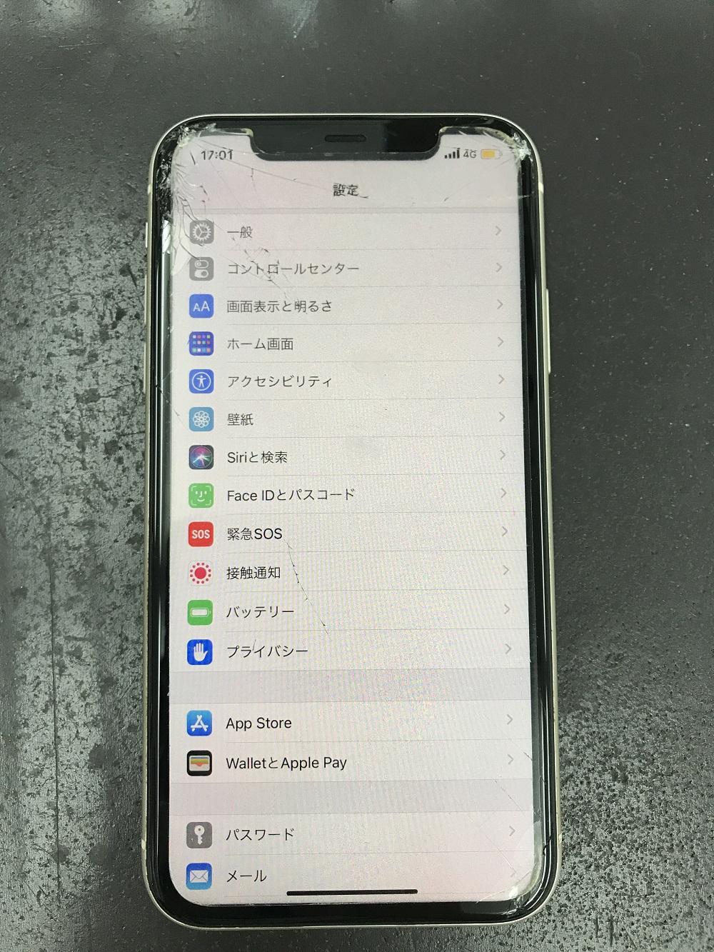 アイフォン11画面交換前 写真1