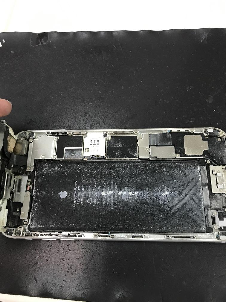 iPhone6Plus 画面割れ内部